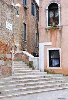 ponte Storto du campiello dei Callegheri Venise