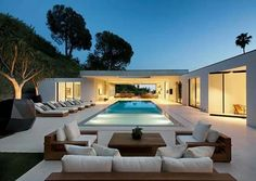 The Museum Modern Home by DIJ Group in Beverly Hills, LA is an extraordinary… - Luxury Homes Design Exterior, Modern Pools, Modern Backyard, Backyard Landscaping, Landscaping Ideas, Asian Home Decor, Indoor Outdoor Living, Outdoor Lounge, Modern House Design