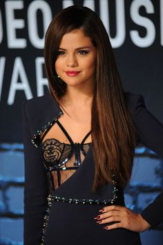 Selena Gomez, her dress was amazing last night! Selena Gomez Fashion, Selena Gomez Cute, Selena Gomez Pictures, Selena Gomez Style, Divas, Derby Outfits, Marie Gomez, Beauty Full Girl, Hollywood Celebrities