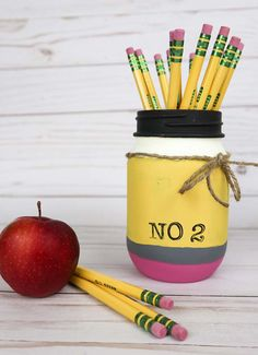 Simple teacher gift idea - Give them a painted mason. Cute Pencil Mason Jar tutorial with step-by-step pictures. Buy Mason Jars, Mason Jar Gifts, Painted Mason Jars, Easy Teacher Gifts, Easy Gifts, Kids Gifts, Teacher Stuff, Homemade Christmas Gifts, Homemade Gifts