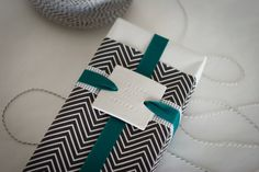 Gift wrap DIY gift wrap from the Sweetest Occasion it's a wrap.love 16 free tutorials for diy gifts you can make for the crafters on your . Wrapping Ideas, Present Wrapping, Creative Gift Wrapping, Creative Gifts, Diy Gifts, Handmade Gifts, Little Presents, Xmas Presents, Gift Wraping