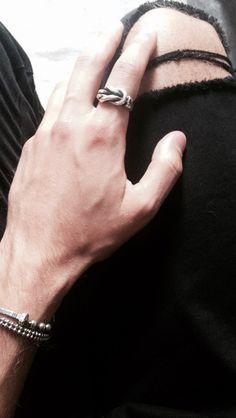 ➿ SEA YOU SOON ➿  #valentinodileonardo #sea 🌊 #handmade #sterlingsilver #knot #italianstyle 💪🏻 @valentino_di_leonardo #knotring #jewelry #silver #style #forman #oodt @alinomancini 👌🏻 #menswear #madeinitaly 🇮🇹