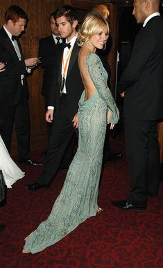 May not have been a look worn at the Oscar but it's still fab! Gorgeous in green...bringing sexy back #literally
