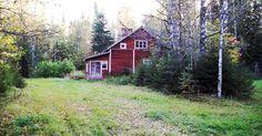 Vanhat talot   Vanhojen talojen pihapiirit ovat kiinnostavia, siellä näkee ajan kulumisen.  Jos talo on hylätty kokonaan, se on jotenkin sur...