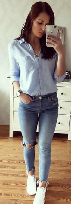 #spring #outfits woman wearing blue dress shirt and skinny jeans. Pic by @fashiondemands