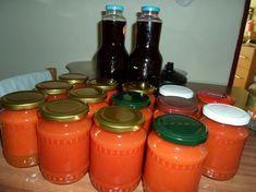 Domáca paradajková šťava Hot Sauce Bottles, Mason Jars, Food, Ava, Essen, Mason Jar, Meals, Yemek, Eten