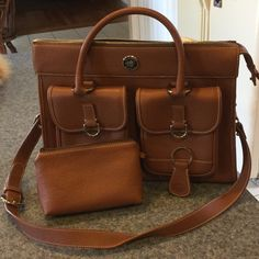 Dooney & Bourke purse, great condition Only used a couple of times, beautiful and spacious brown leather Dooney & Bourke bag!! Comes with cosmetic bag and key chain Dooney & Bourke Bags Shoulder Bags