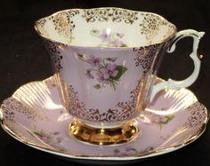 Šálek na kávu * růžový porcelán s malovanou fialkou, zdobený zlatem                                                                                                                                                      Mais
