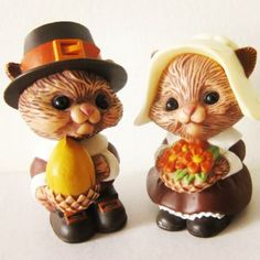 Vintage Hallmark salt and pepper shakers   1970 - I have this set