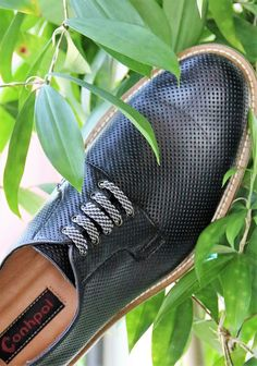 Black looks good anytime, anywhere. #genuineleather #perforations #derbyshoes