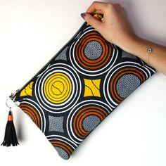 Idée cadeau : Sac Pochette tissu wax africain Clutch boho-chic imprimé Ethnique jaune et suédine Noir