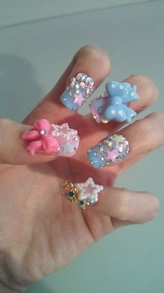 3D Japanese pastel nails, pink, powder blue coool but question how do u wipe ur ass with those nails ........lol