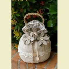 Portapanettone trasformabile in fermaporta beige garden ideas diy Catalogo prodotti Altri kit natalizi Sock Crafts, Sewing Crafts, Sewing Projects, Projects To Try, Easy Crafts To Make, Diy And Crafts, Doorstop Pattern, Fabric Door Stop, Material Flowers