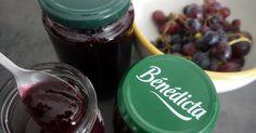 Les ingrédients : - du raisin noir - du sucre - un verre d'eau - 1 cc d'épices à pain d'épices La préparation :  Laver ...