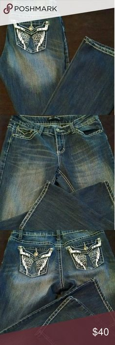 Womens 8 Love Nation Decorative Denim Jeans In excellent condition, no holes or stains. Hardly any visible signs of wash and wear other than small amount on bottom hems. Button and zip closure, pretty decorative pocket design with rhinestones. Extremely nice. If any questions please ask before end of sale. Thanks for looking! love nation Jeans Boot Cut