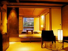 京都の「町家」とは、京都の町並みといわれてすぐに浮かぶ、黒い格子が典型的ですね。この記事では京都らしさを体験できる、素敵な宿を20ヶ所ご紹介します!            前半では少し高めなデザイナーズホテル顔負けの町家を、後半ではお手頃な町家を載せてます!      1.城巽 あかね庵 : 姉小路通り...