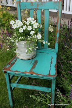 Looking for inspiring garden ideas? Why not try planter ideas made from old chair? Check out these best upcycled chair planter ideas. Distressed Furniture, Shabby Chic Furniture, Rustic Furniture, Distressed Chair, Rustic Chair, Painted Chairs, Painted Furniture, Chair Planter, Old Chairs