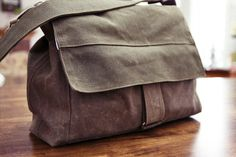 """Tutorial for knockoff """"Moop"""" bag. Cross body strap. This one made with waxed cotton. Great looking bag!"""