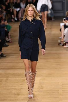 We Want to Wear Everything From the S/S 15 Chloé Runway Runway Fashion, High Fashion, Fashion Show, Trench Dress, Vogue, Kinds Of Clothes, Who What Wear, Retro, Fashion Pictures