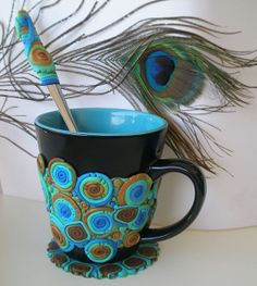Clay Peacock mug Polymer Clay Canes, Fimo Clay, Porcelain Clay, Cold Porcelain, Painted Porcelain, Picture Mugs, Crea Fimo, Clay Mugs, Feather Design