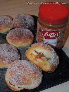 Hier c'était mardi gras, oui je suis en retard. Enfin, pas vraiment car hier soir, en rentrant du boulot, j'ai lancé ma machine à pain et on s'est régalé d'un beignet au four en guise de dessert. Les beignets au four c'est la bonne alternative aux beignets...
