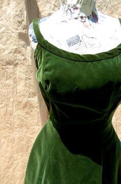 piped velvet dress ♥ deadlyvintage.com