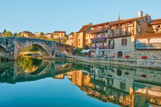 The town of Agen on the Garonne may not be especially touristy, but that doesn't mean that there is a shortage of things to entertain you. Spain Travel, France Travel, Malaga Airport, Stuff To Do, Things To Do, Destinations, Travel Tips For Europe, Travel Information, Everything