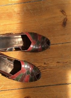 Kaufe meinen Artikel bei #Kleiderkreisel http://www.kleiderkreisel.de/damenschuhe/sandalen/110610282-vintage-peeptoes-sandalen-dunkelrot-dunkelgrun