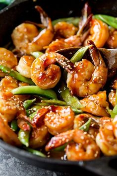30 Minute Teriyaki Shrimp Easy, healthy, and on the table in about 30 minutes! Quick homemade teriyaki shrimp recipe on sallysbakingaddic… Camarones Teriyaki, Teriyaki Shrimp, Easy Healthy Recipes, Asian Recipes, Easy Meals, Seafood Recipes, Cooking Recipes, Chinese Shrimp Recipes, Gastronomia