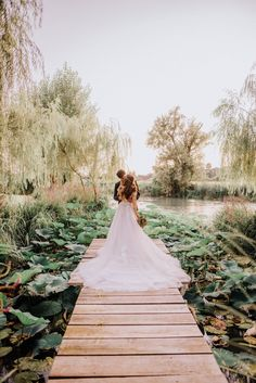 Romantic Wedding by the Mincio River in Northern Italy ⋆ Ruffled Romantic Wedding Receptions, Romantic Weddings, Wedding Venues, Wedding Ideas, Picnic Weddings, Wedding Picnic, Wedding Planning, Bohemian Weddings, Bohemian Bride
