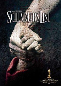 La lista de Schindler, 1993. Steven Spielberg dirige esta película protagonizada por Liam Neeson, entre otras grandes estrellas. Y justo hoy, cumple 20 años, dejando atrás numeros galardones y oscars.  Un pequeño rayo de luz dentro del holocausto nazi. ¡Una joya!