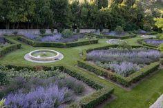 Le jardin formel au sud de l'Abbaye de Pierredon-Dominique Lafourcade