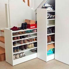 #hal #gang #hal gang #entree #kapstok #trap #jordan #inrichting #anime #kapstok #jordan fanart #schoenenkast #cooper #lil #ideeen #spiegel #inrichting kleine #garderobe #smalle #binnenkomst #ontwerp #meubels #shallow #entree #kleine #elrod quotes #sidetable #schoenen opbergen #behang #lamp #zwarte trap #jordan aesthetic #plafondlamp #decor #radiator ombouw #ronde spiegel #hanglamp #portugese tegels #bankje #kast #verlichting Home Organisation, Interior Decorating, Interior Design, Industrial Style, Interior Inspiration, Shoe Rack, Building A House, Furniture Design, Sweet Home