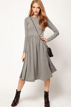 Стильное и уютное серое трикотажное платье