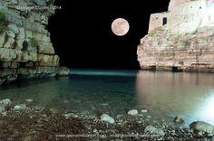 Sogno di una notte di mezza estate, la luna illumina Polignano a mare - Polignano a mare
