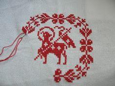 Lamb center Homemaking, Needlework, Christ, Cross Stitch, Kids Rugs, Roots, Punto Croce, Cuddling, Needlepoint