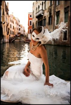 masquerade wedding in Venice Masquerade Wedding, Masquerade Ball, Masquerade Outfit, Masquerade Theme, Carnival Wedding, Carnival Of Venice, Carnival Masks, Theme Carnaval, Venice Mask