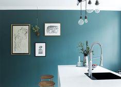 Ook een mooie kleur voor in de keuken,. Nog iets donkerder en blauwer