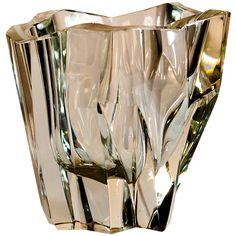 Tapio Wirkkala iceberg vase for Iittala, Finland - jos Iitalla olisi rahaa, hän hankkisi Iittalan lasimaljakoita.