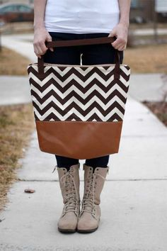 Free Bag Pattern and Tutorial - Leather Bottom Tote