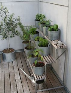 We love the geometry and repetition of a terraced garden, and this little set-up, from the home of Susann Larsson of Purple Area, is an ingenious way to bring the look to your small-space deck or balcony garden