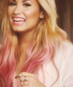 Demi Lovato Blonde hair with pink ends. <3