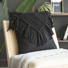 Boho Throw Pillows, Macrame Bag, Creation Couture, Macrame Design, Macrame Projects, Macrame Patterns, Crochet Patterns, Decorative Throw Pillows, Handmade Pillows