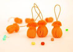 rizalaYa: Thread ornaments. Acorns.