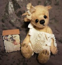 *Flora* Fiala* Künstlerteddy Bär, Teddy aus Sassy ca. 14 cm groß handgearbeitet