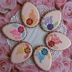 Fancy Cookies, Royal Icing Cookies, Holiday Cookies, Flower Cookies, Easter Cookies, Candy Decorations, Cookie Favors, Cookie Swap, Cookie Designs