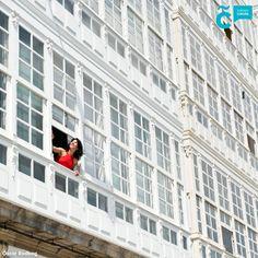 ¡Buenos días! Asómate a la ciudad de cristal, #visitaCoruña, te sorprenderá. Multi Story Building, Santiago De Compostela, Balconies, Community, Bom Dia, Crystals, Cities