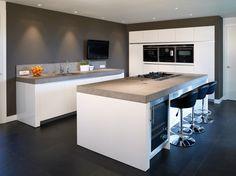 Simple yet effective kitchen outlay. Barn Kitchen, Modern Kitchen Cabinets, Farmhouse Style Kitchen, Kitchen Layout, New Kitchen, Kitchen Dining, Kitchen Decor, Cuisines Design, Küchen Design