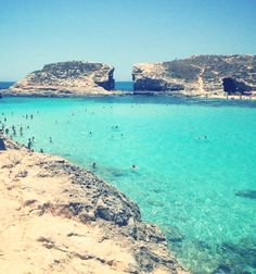 This place is beautiful, between Malta and Gozo- blue lagoon Been there myself and I can attest it is stunning. Places Around The World, Oh The Places You'll Go, Travel Around The World, Places To Travel, Travel Destinations, Places To Visit, Malta Holiday, Site Archéologique, Blue Lagoon