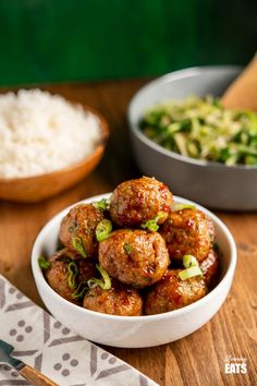 Sweet Chilli Chicken Meatballs - easy, delicious, sticky glazed chicken meatballs in a simple sweet chilli sauce. Perfectly cooked in the oven or Actifry! Slimming World and Weight Watchers friendly Dinner Recipes For Kids, Lunch Recipes, Healthy Dinner Recipes, Healthy Meals, Healthy Food, Healthy Eating, Gf Recipes, Curry Recipes, Family Recipes